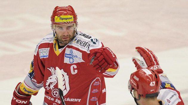 Kapitán hokejistů Třince Radek Bonk