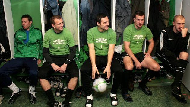 Dočasně i s Radkem Širlem (první zleva) zahájili fotbalisté Bohemians 1905 zimní přípravu.