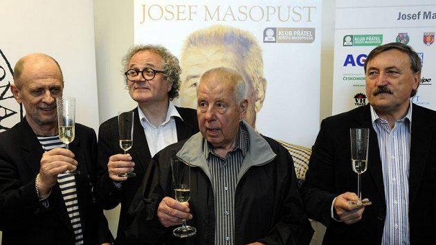 Zprava fotbalista Antonín Panenka, Josef Masopust, režisér Jan Jiráň a herec Michal Pavlata.