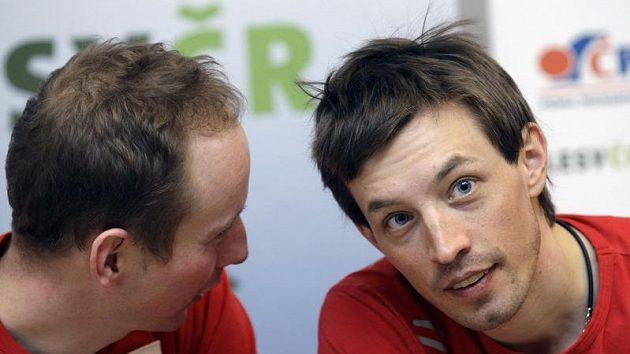 Martin Koukal (vpravo) a Lukáš Bauer se v této sezóně ve štafetě téměř jistě nepotkají