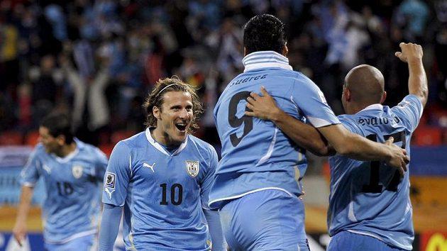 Diego Forlána (vlevo) se má stát posilou Interu