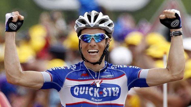 Francouz Sylvain Chanavel se raduje z vítězství v sedmé etapě Tour de France.
