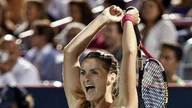 Iveta Benešová se raduje z vítězství nad Jelenou Jankovičovou.