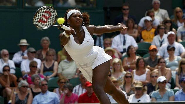 Americká tenistka Serena Williamsová během semifinále Wimbledonu