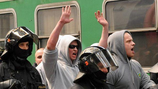Policie asistovala u příjezdu fanoušků Baníku Ostrava na Hlavní nádraží v Praze