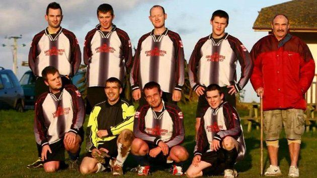Nejhorší fotbalový tým. Sedm hráčů v poli a jeden brankář.