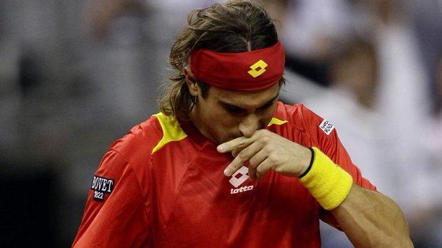 Zklamaný španělský tenista David Ferrer v utkání finále Davis Cupu s Radkem Štěpánkem