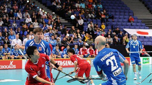 Milan Fridrich (vpravo) v utkání proti Japonsku