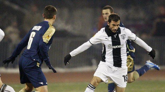 Giorgos Fotakis z PAOK Soluň (vpravo) v utkání proti Dinamu Záhřeb.