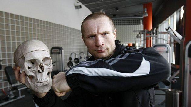 Boxer Lukáš Konečný si odchod z profesionálního ringu rozmyslel.