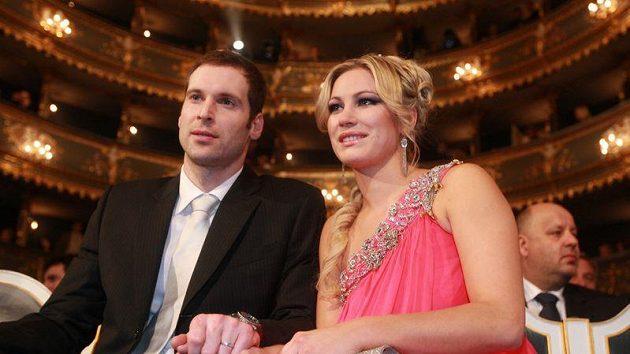 Brankář Petr Čech s manželkou Martinou na vyhlášení ankety Fotbalista roku