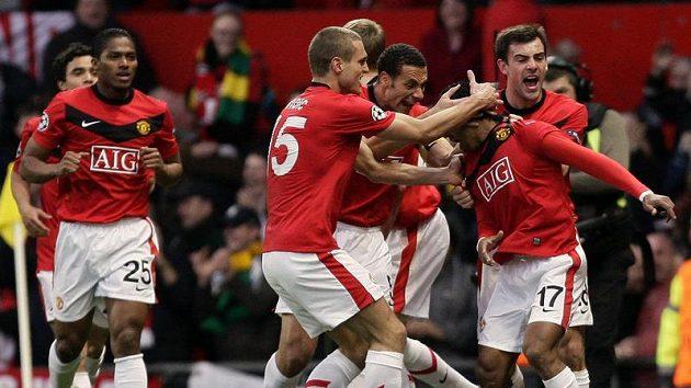 Fotbalisté Manchesteru United vydřeli remízu na hřišti Aston Villy