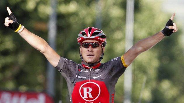 Portugalský cyklista Sergio Paulinho se raduje z vítězství v 10. etapě Tour de France.