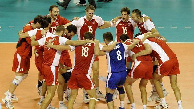 Vítězná radost českých volejbalistů po triumfu nad výběrem Spojených států amerických.