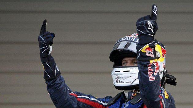 Sebastian Vettel se raduje, v Japonsku obhájil titul mistra světa vozů formule 1.