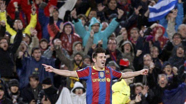 David Villa z Barcelony oslavuje jednu ze svých branek proti Realu