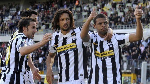 Fotbalisté Juventusu si vítězstvím v Bergamu udobřili fanoušky.