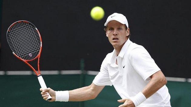 Tomáš Berdych při finálovém wimbledonském duelu s Rafaelem Nadalem.