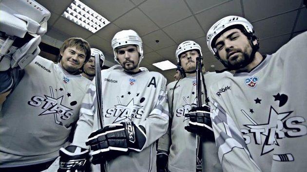 V klipu k neoficiální hymně KHL si zahráli i některé hvězdy ligy.