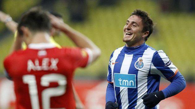 Cristian Rodríguez z Porta (vpravo) slaví, Alex ze Spartaku Moskva se drží za hlavu.