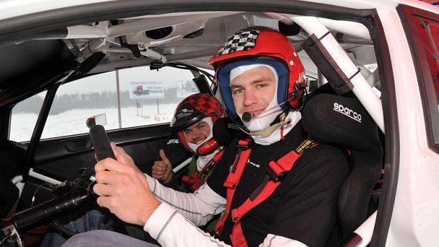 Závodník rallye Martin Prokop (vlevo) a veslař Ondřej Synek ve voze Ford Fiesta S2000.