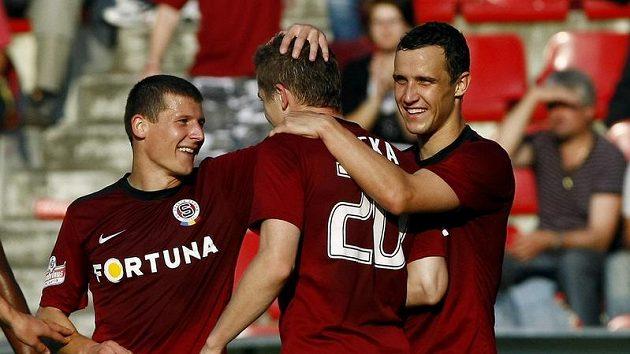 Sparťani Pamič, Kucka a Kladrubský se radují z gólu do sítě Palerma.