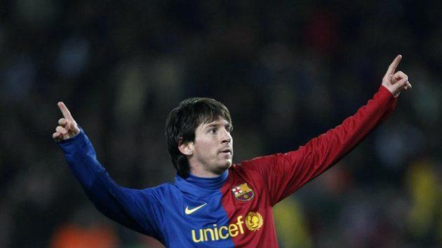 Lionel Messi z Barcelony se raduje po brance.