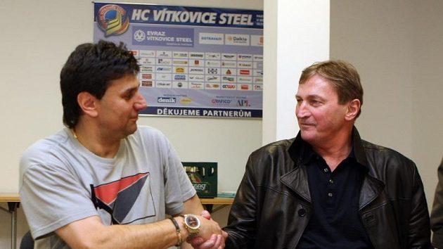 Před sérií Vítkovice - Slavia si znesváření trenéři Alois Hadamczik a Vladimír Růžička potřásli pravicemi.