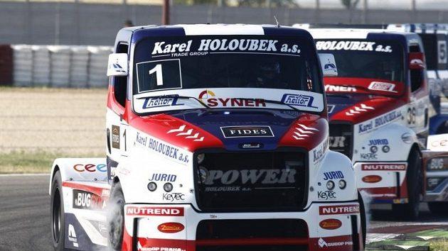 Tahače Buggyra s Davidem Vršeckým (vepředu) a Uwe Nittelem při minulém závodním víkendu ve španělském Albacete.