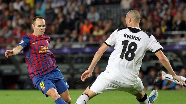 Andres Iniesta to načal. Pohrál si s Davidem Bystroněm a pak parádně skóroval.