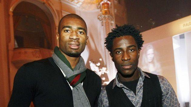 Sparťanští fotbalisté Bony Wilfried (vpravo) a Léonard Kweuke
