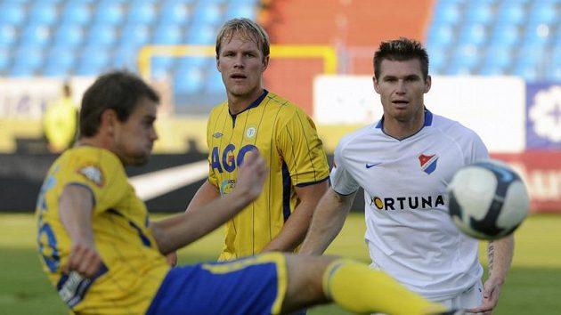 Miroslav Strnad z Baníku Ostrava (vpravo) a teplický Martin Klein