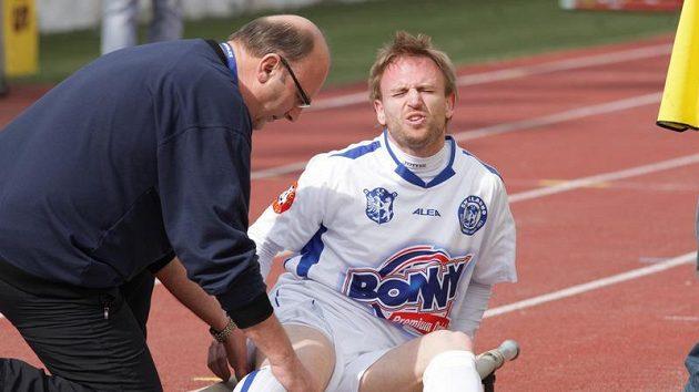 Zraněný kladenský záložník Ondřej Szabo.