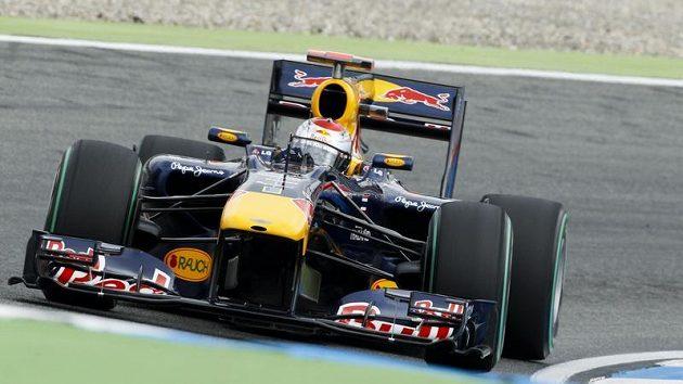 Sebastian Vettel vyjede v neděli z první řady.