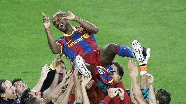 Barcelonští fotbalisté slaví postup do finále Ligy mistrů přes Real Madrid.