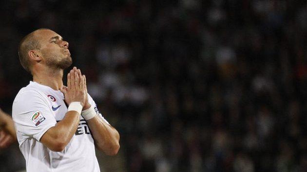 Gesto marnosti v podání Wesleyho Sneijdera z Interu Milán.