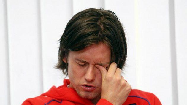 Reprezentační kapitán Tomáš Rosický by měl při zátěži v hotelové posilovně posoudit, jak se cítí a jak moc ho třísla bolí.