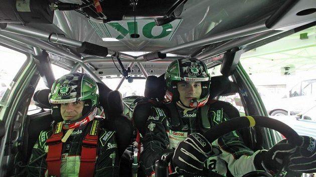Navigátor Petr Starý (vlevo) a Jan Kopecký v kabině vozu Škoda Fabia S2000.