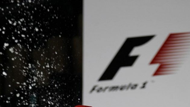 Jenson Button se raduje z triumfu ve Velké ceně Austrálie.