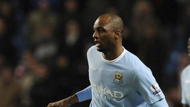Patrick Vieira v dresu Manchesteru City