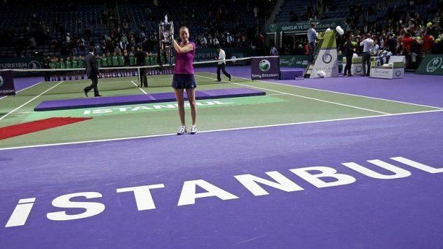 Petra Kvitová s trofejí pro vítězku Turnaje mistryň