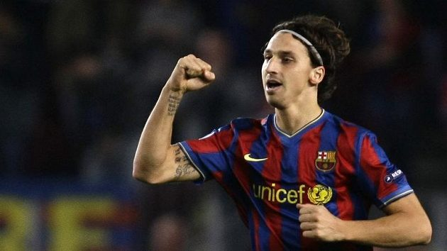 Zlatan Ibrahimovič z Barcelony se raduje z branky.