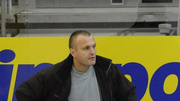 Trenér Litvínova Robert Reichel během zápasu na Slavii.