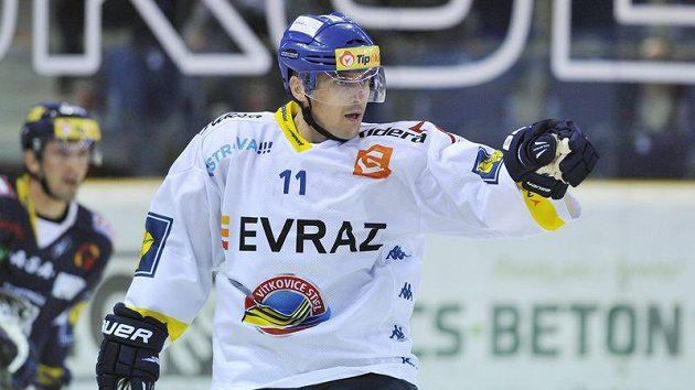Hokejový útočník Vítkovic Viktor Ujčík