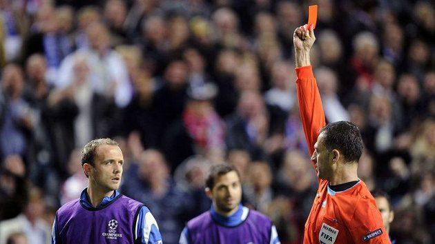 Jean-Pascal Mignot vidí červenou kartu, aniž si kopl do balonu...