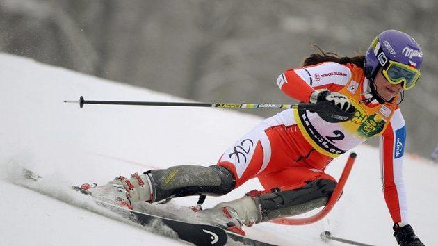Šárka Záhrobská na trati prvního kola slalomu ve slovinském Mariboru