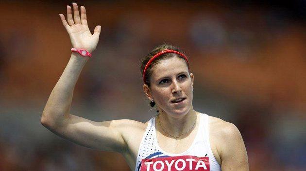 Zuzana Hejnová zdraví díváky v Tegu, dějišti mistrovství světa v atletice