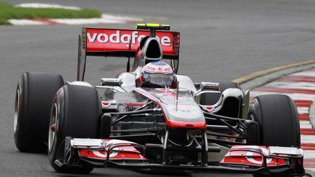 Britský pilot Jenson Button na trati v Austrálii.