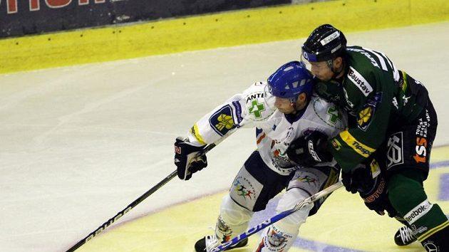 Z českých hokejistů si ve Finsku vedl nejlépe Petr Tenkrát (vlevo)