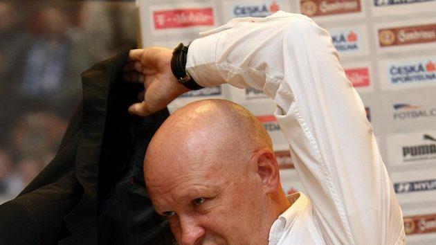 Těžká věc. Všechno, co před losem řeknu, bude po kvalifikaci použito proti mně, uvědomuje si šéf českého fotbalu Ivan Hašek.